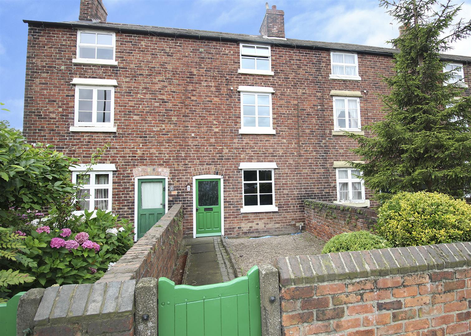 3 Bedrooms Terraced House for sale in New Stanton, Stanton-By-Dale